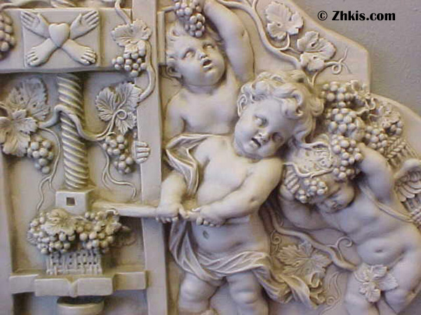 putti wine frieze