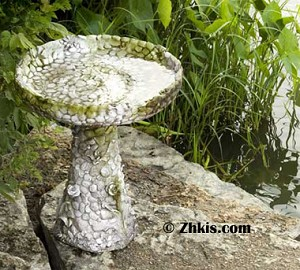 Pebble Rock Style Birdbath