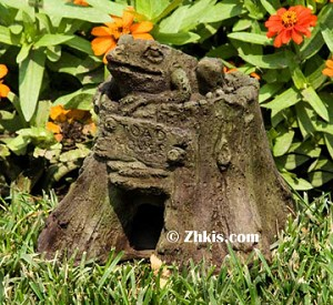 Toad House Yard Ornament